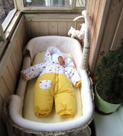 Может ли стать балкон альтернативой для прогулки с ребенком .